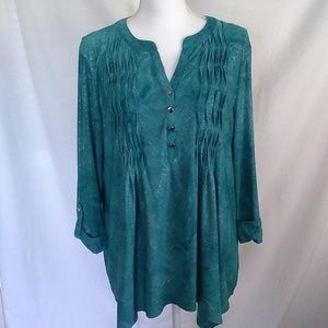 New Directions Green Shimmer Buttoned 3/4 Tunic